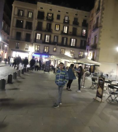 fullsizeoutput a96 768x1024 400x450 - Barcelone