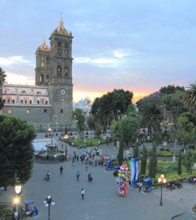 Place Cathédrale Puebla au Mexique VoyagesPIA 400x450 - Puebla