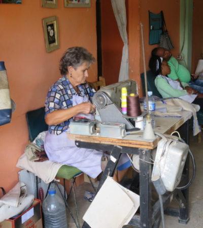 Couturière cubaine Vinales à Cuba VoyagesPIA 1024x768 400x450 - Viñales