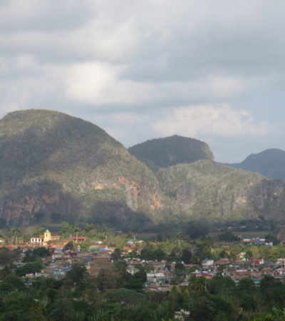 Montagnes les Mogotes à Vinales Cuba VoyagesPIA 1024x768 400x450 - Viñales